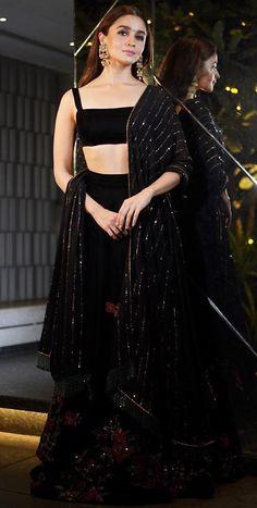 Bollywood fashion 805229608357518291 - Best Alia Bhatt Pics Source by Black Lehenga, Indian Lehenga, Floral Lehenga, Lehenga Style, Indian Wedding Outfits, Sexy Wedding Dresses, Trendy Dresses, Indian Outfits, Indian