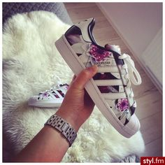 Imagem de adidas, shoes, and flowers