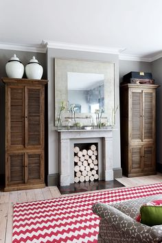Wardrobe ideas, bedroom storage and clothes storage ideas; from stylish fitted wardrobes, corner wardrobes and built in cupboards, to mirrored and sliding wardrobe doors and storage boxes. Home Bedroom Design, Living Room Designs, Living Spaces, Living Rooms, Family Rooms, Armoire, Estilo Colonial, Best Interior, Interior Design