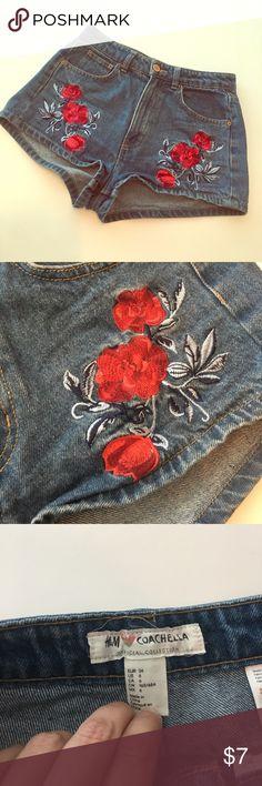 H&M Coachella Jean shorts H&M Coachella Jean shorts with stitched rose detail H&M Shorts Jean Shorts
