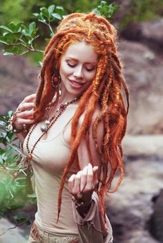 Dream of getting dreadlocks, but think there is nothing to do with them? Check out our iconic ideas and see how to wear, style and color dreads today! Dreadlock Hairstyles, Cool Hairstyles, Wedding Hairstyles, Dreadlocks Girl, Women With Dreadlocks, Synthetic Dreadlocks, White Girl Dreads, Cleopatra Beauty Secrets, Curly Hair Styles