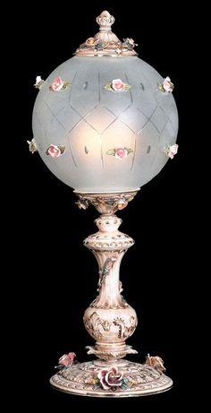 New Capodimonte Porcelain Globe Table Lamp