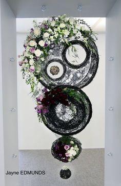 Deco Floral, Arte Floral, Floral Design, Wood Structure, Art File, Fresh Flowers, Flower Art, Flower Arrangements, Centerpieces