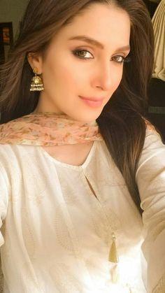 Pakistani Couture, Pakistani Bridal Dresses, Stylish Girl Images, Stylish Girl Pic, Ayeza Khan, Pakistan Fashion, Pakistani Actress, Girls Dpz, Celebs