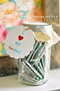 5 Gifts Under $5.00! on the The Brashear Kids Blog perfect for neighbors, co-workers, teachers, bus drivers, hair stylist, etc. Simple and easy to make or put together. a mason jar of tea!