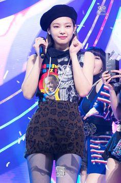 Kpop Girl Groups, Korean Girl Groups, Kpop Girls, Kim Jennie, Yg Entertainment, Rapper, Blackpink Debut, Cute Wallets, Blackpink Photos