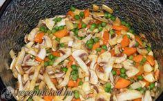 Tejszínes, tárkonyos csirkeragu leves Empanadas, Curry, Meat, Chicken, Fruit, Cooking, Ethnic Recipes, Soups, Kitchen