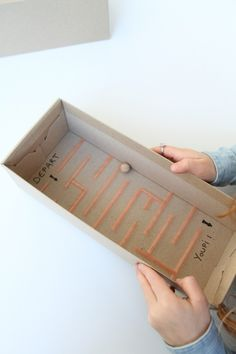 DIY : le labyrinthe en carton - Moto Tutorial and Ideas Games For Kids, Diy For Kids, Crafts For Kids, Monster Decorations, Cardboard Box Crafts, Diy Games, Baby Play, Diy Toys, Preschool Activities