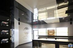 High Gloss, Stretches, Flat Screen, Toast, Commercial, Ceiling, Spaces, Black And White, Wall