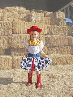 Jessie Cowgirl Costume, Toy Story, Dress I think I can make this for Ivy. Diy Girls Costumes, Jessie Costumes, Halloween Costumes To Make, Cute Costumes, Halloween Fun, Toy Story Dulceros, Toy Story Barbie, Toy Story Party, Toy Story Birthday