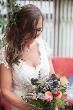 Laidback rustic wedding // Beaumonde wedding dress // Photography by Lauren…