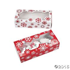 These long Snowflake Cookie Boxes are the perfect size for giving away a variety of Christmas cookies. Fill with homemade holiday treats or assorted Christmas ...