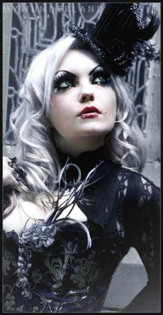 Wonderland #Goth girl
