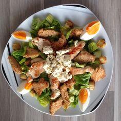 Salat mit Putenfleisch, Feta & Ei
