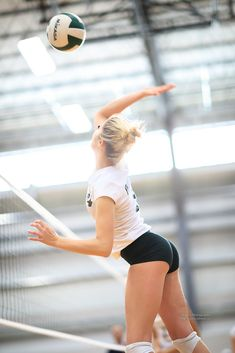 Women Volleyball, Female Athletes, Women Athletes, Womens Workout Outfits, Athletic Women, Sport Girl, Sexy Hot Girls, Martial Arts, Volleyball