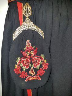 Må dessverre selge min flotte bunad som min bestemor har brodert, grunnet flere kilo for mye :) Dior Couture, Norway, Folk Art, All Things, Scandinavian, Embroidery Designs, Costumes, Ornaments, Purses