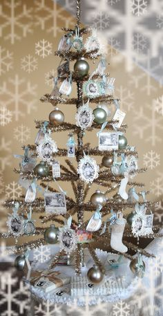 Vintage photos on ornaments / Artful Affirmations: Deck The Halls