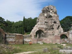 Part of the ruins of the Large Ancient Roman Thermae in the Bulgarian Black Sea city of Varna. Photo by Extrawurst, Wikipedia