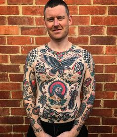 Torso Tattoos, Hand Tattoos, Sleeve Tattoos, Old School Tattoo Designs, Japanese Tattoo Designs, Traditional Chest Tattoo, American Traditional Sleeve, Eagle Chest Tattoo, Tatuagem Old Scholl