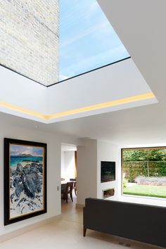 How to get kitchen lighting right In the dark, bulbs reflect against the glass, but using LED tape set into a groove will solve that problem and just create light Roof Design, Ceiling Design, House Design, Kitchen Lighting Design, Kitchen Lighting Fixtures, Architectural Lighting Design, Interior Design Dubai, Led Light Design, Roof Lantern