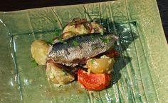 Aprenda a fazer a receita Sardinha assada recheada com batata e tomate assados