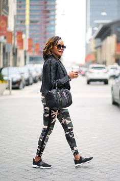 Athleisure wear is a mom on the go best friend. I mean, who can pass up the chance to look stylish in a pair of yoga pants? Check out my athleisure look! Trendy Fall Outfits, Cute Comfy Outfits, Retro Outfits, Stylish Outfits, Cool Outfits, Holiday Outfits, Girls Fashion Clothes, Winter Fashion Outfits, Looks Adidas