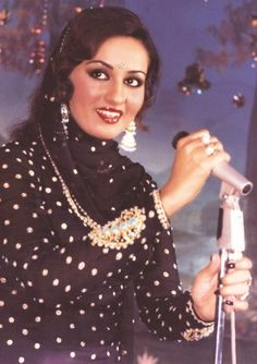Reena Roy in Aasha 1980 Reena Roy, Hair Makeup, 80s Makeup, Vintage Bollywood, Golden Star, Indian Fashion, Women's Fashion, Bollywood Stars, Bollywood Actress