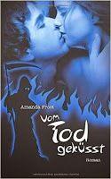 ☆Empfehlung☆ Vom Tod geküsst  Das neue Buch von Amanda Frost ist da. Packende Fantasy mit etwas  Erotik und eine Liebe, die sich über den Tod hinwegsetzt.   Wenn du schon längst gestorben bist, wofür lebst du dann?