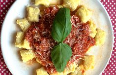 selbstgemachte Gnocchi mit Tomatensoße