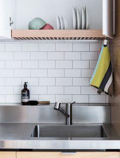 20 Modern Dish Drying Racks For Kitchen Organizer - Styles & Decor Home Decor Kitchen, New Kitchen, Kitchen Design, Kitchen Ideas, Kitchen Modern, Kitchen Organization, Kitchen Storage, Drying Cupboard, Kitchen Drying Rack