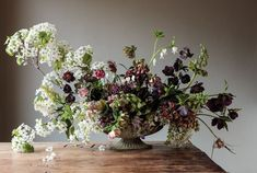 Sarah Winward, whose work is included in an upcoming book, explains how to make a gorgeous spring flower arrangement. Big Flowers, Bridal Flowers, Spring Flowers, Beautiful Flowers, Flowers Garden, Colorful Flowers, Spring Flower Arrangements, Floral Centerpieces, Floral Arrangements