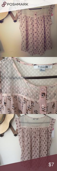 Forever 21 Blouse Light and flattering top. Is a bit see through with beautiful lace detail❤️ Forever 21 Tops Blouses