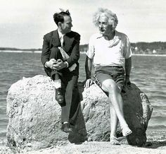 old-historic-photos-511__605. Albert Einstein, Long island, verão de 1939.