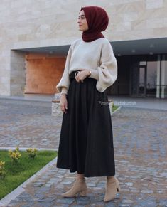 Modest Fashion Hijab, Modern Hijab Fashion, Street Hijab Fashion, Casual Hijab Outfit, Hijab Fashion Inspiration, Casual Skirt Outfits, Hijab Chic, Hipster Fashion, Muslim Fashion
