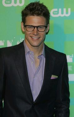Zach Roerig in glasses....Good God!