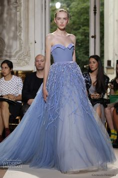 Georges Hobeika Fall/Winter collection at Paris Couture Fashion Week Georges Hobeika, Beautiful Gowns, Beautiful Outfits, Simply Beautiful, Traje Black Tie, Mode Glamour, Looks Style, Elie Saab, Dream Dress