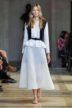 Carolina Herrera Spring 2016 Ready-to-Wear Collection Photos - Vogue London Fashion Weeks, Fashion Week 2015, New York Fashion, Spring Fashion, Milan Fashion, Couture Mode, Couture Fashion, Runway Fashion, Fashion Show