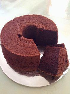 Baking's Corner AKA BC: Japanese dark pearl chocolate chiffon cake - by Ashley Tay Dark Chocolate Chiffon Cake Recipe, Chocolate Sponge Cake, Strawberry Roll Cake, Japanese Chocolate, Asian Cake, Mug Cake Microwave, Different Cakes, Pastry Cake, No Bake Desserts