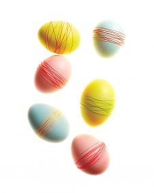 How to make Thread-Wrapped Easter Eggs and other egg decorating ideas form Martha Stewart. Making Easter Eggs, Easter Egg Dye, Hoppy Easter, Easter Party, Easter Table, Easter Crafts, Holiday Crafts, Holiday Fun, Easter Ideas