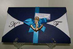 Meu convite, mas sem o azul claro!!! Papel Ccanson marinho e branco,corte meia bolacha,  com detalhes em fita de cetim azul e âncora em biscuit dourado. R$5,00