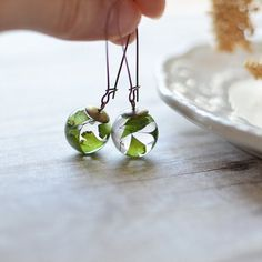 Fern earrings - resin sphere, maidenhair fern jewelry, pressed leaf, nature jewelry, eco resin jewelry, gift for a woman, gift under 40 on Etsy, 26,02€