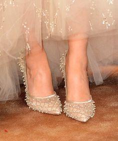 Alfombra roja Golden Globes 2014 joyas accesorios. Detalle de los zapatos Oscar de la Renta de Zooey Deschanel en la entrega 71 de los premios Golden Globes 2014.