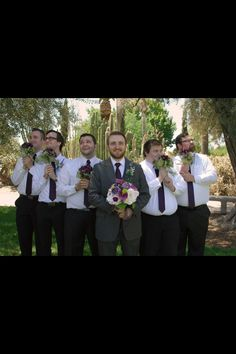 Funny wedding picture ideas.. Chris and the boys would never go for this... Muahahaha @caitai