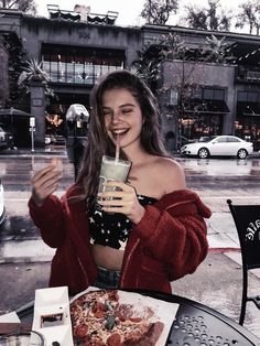 Ellie Thurman, cute blue starry print bandeau with red fuzzy jacket and city street background Insta Photo Ideas, Insta Pic, Insta Ideas, Le Rosey, Poses Photo, Foto Casual, Instagram Pose, Photos Tumblr, Foto Pose