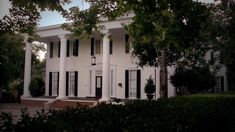 Anyone else notice that the Originals house in NOLA was the old Salvatore Boarding House from 1864? Nice try, Julie.