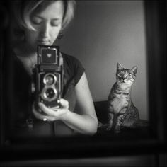 The cat, the photographer and the mirror