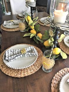 How to set a summer table using simple summer accessories with two different themes. Lemon tables setting How to set a summer table using simple summer accessories with two different themes. Lemon tables setting/tablescapes with lemons Dining Room Table Decor, Decoration Table, Table Centerpieces, Summer Table Decorations, Dining Rooms, Breakfast Table Setting, Brunch Table, Everyday Table Settings, Tablescapes