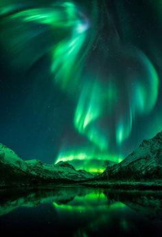 Una extraordinaria aurora boreal sobre Olderdalen, Noruega (Jan R.Olsen, 2016)