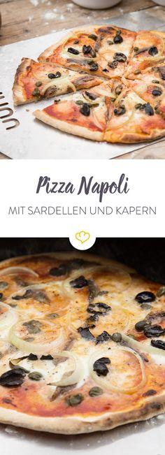 Der Pizzaklassiker aus Neapel ist immer eine gute Wahl. Sardellen, Zwiebeln, Kapern und Oliven machen die