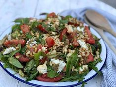 simpele salade caprese Wedge Salad Recipes, Corn Salad Recipes, Chicken Salad Recipes, Healthy Salad Recipes, Zesty Quinoa Salad, Cauliflower Rice Salad, Sweet Corn Salad Recipe, Salad With Sweet Potato, Salade Caprese